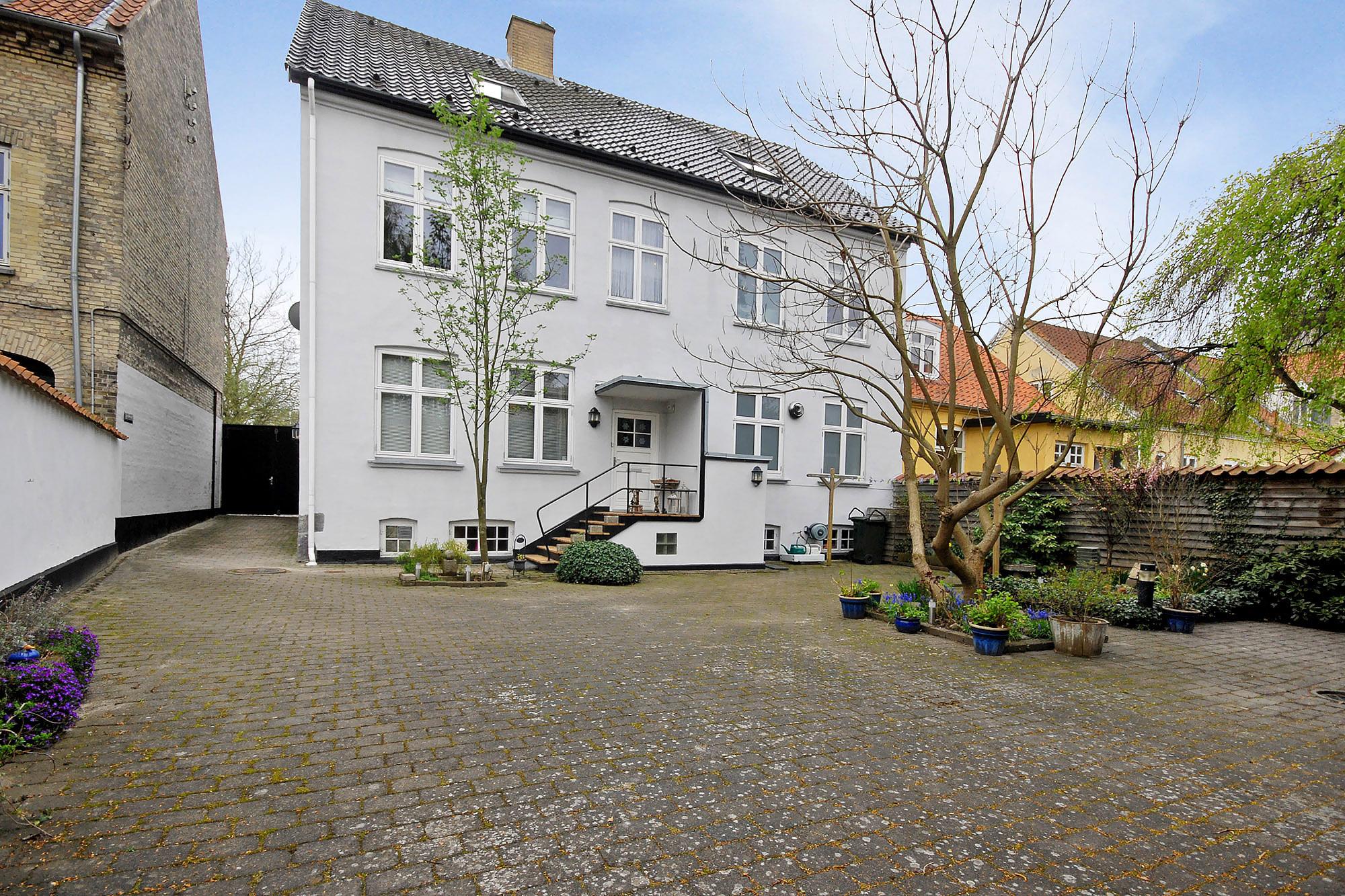 Villa på 306 kvm. Dronningensgade 23 i 4800 Nykøbing F til kr. 2.695.000